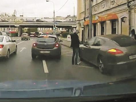 Аркадия Укупника оштрафуют за неправильную парковку
