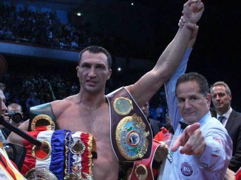 Судья-эксперт – «МК»: Если бы в бою Кличко-Поветкин рефери через раз фиксировал нарушения, его бы порвали