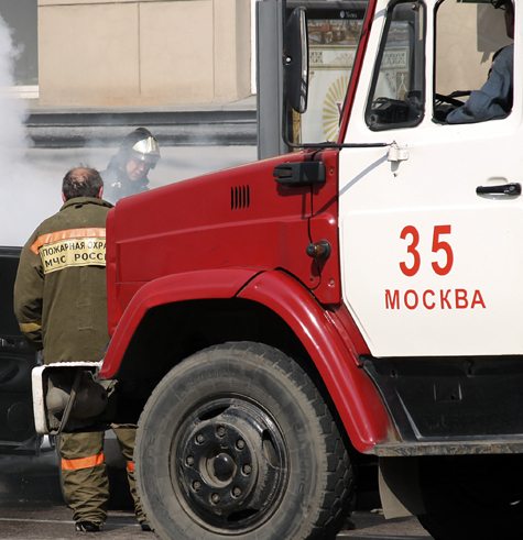 Ангар возле метро «Динамо» обрушился из-за пожара