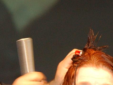 Судьи помогли москвичке пересчитать волосы после похода в парикмахерскую