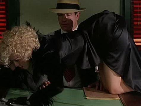 Мадонна призналась, что была изнасилована на крыше дома