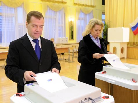 Медведев поблагодарил робота