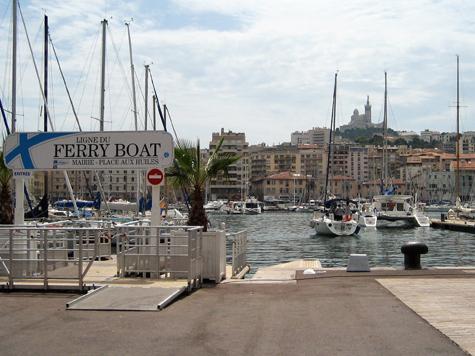 В Марселе не обошлось без нечистой силы и тулупов