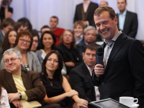 """Дмитрий Медведев: """"Не отдам власть!"""""""