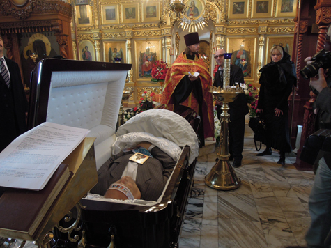 Александра Пороховщикова похоронили рядом с матерью