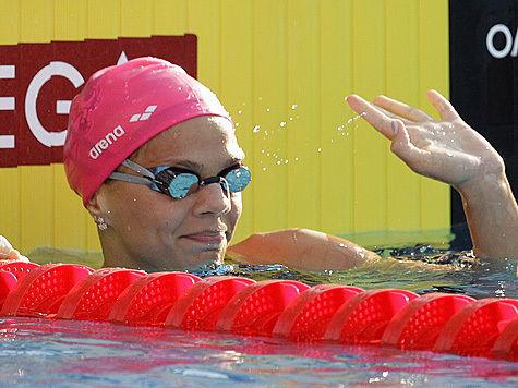 Юлия Ефимова осталась без шапочки и мирового рекорда