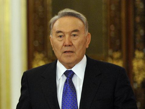 Назарбаев принял Медведева как равного