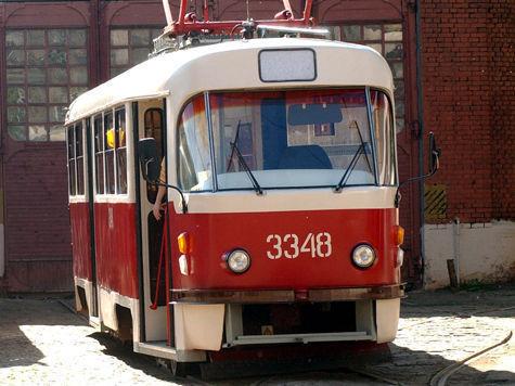 В центре Новосибирска трамвай сбил человека