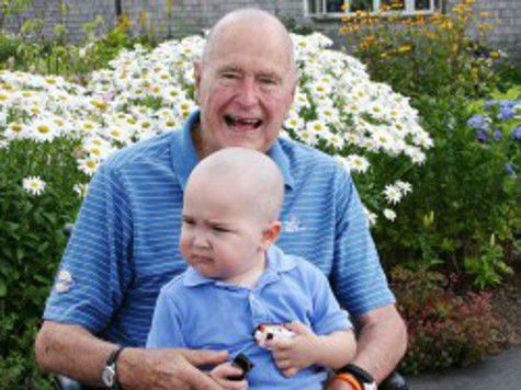Джордж Буш-старший побрил голову наголо