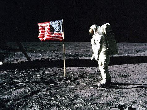 В высадке американцев на Луну сомневаются даже те, кто готовил