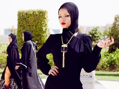 Из-за каких фотографий Рианну выгнали из мечети?