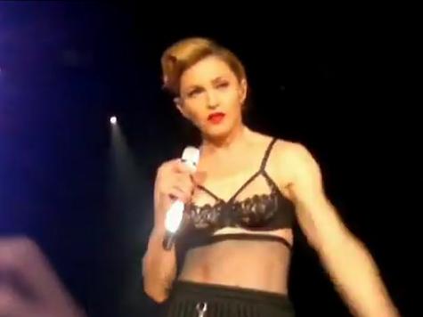 Мадонна обнажила грудь. ВИДЕО