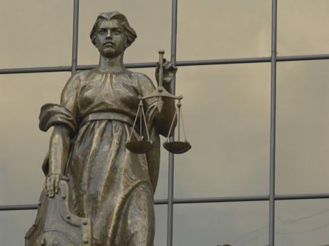 Нотариуса и адвоката поссорила общая взятка