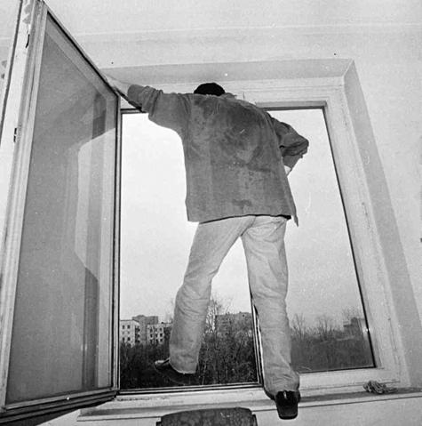 Самоубийца выбросился из окна по методу утопленника