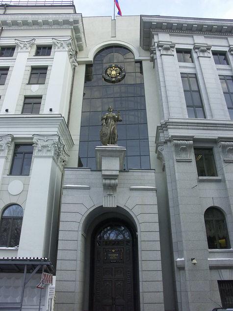 Мужчина поджег себя у здания Верховного суда