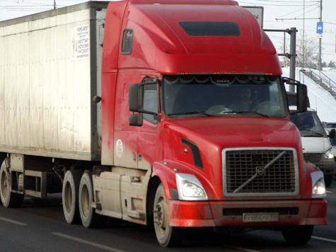На железнодорожных переездах организуют слежку за грузовиками