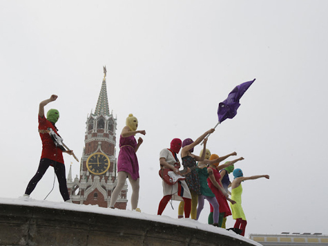 Суд арестовал двух участниц «Pussy Riot»