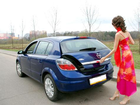 Женщина за рулем: аккуратный водитель или потенциальная угроза?