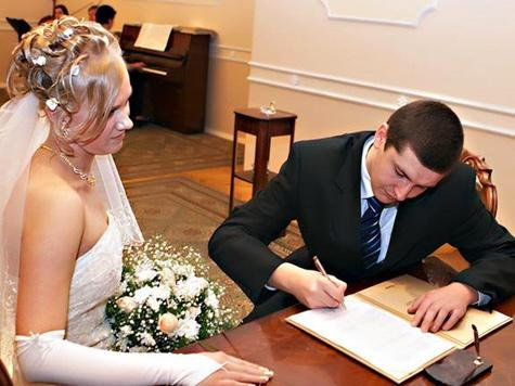 Заведующая загсом разбогатела на свадебных снимках