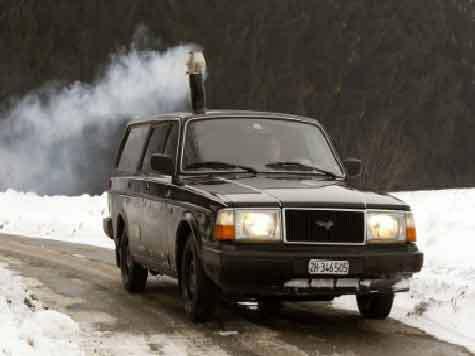 Швейцарец Паскаль Прокоп оснастил автомобиль дровяной печью