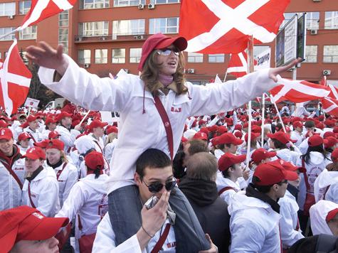 На протестных настроениях нагревают руки