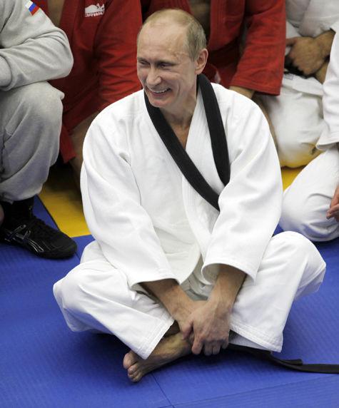 Великий мастер: Путин получил 9 дан по тхэквондо - Политика - МК
