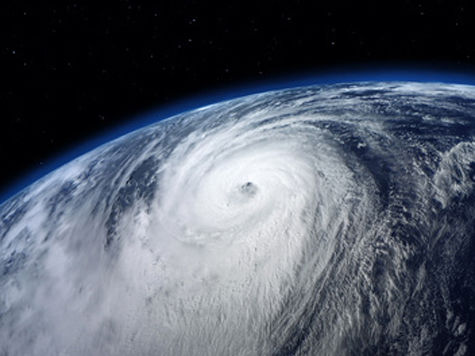 Сильнейший за 10 лет тайфун приблизился к Японии: под угрозой печально знаменитая АЭС