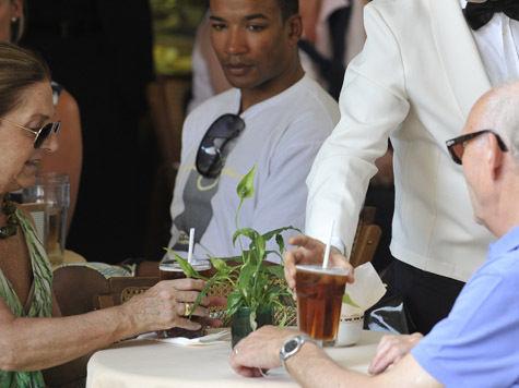 Для пожилых людей в кафе Москвы появится спецменю