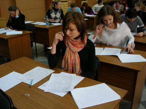 Заместителю министра образования Адыгеи Марьят Алиевой, которая незаконно помогла школьникам сдать единый...