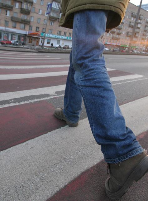 Пешеход расчищал себе дорогу пулями