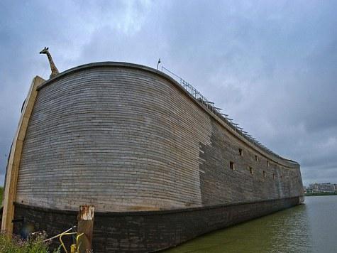 Плотник из Голландии заканчивает полномасштабную версию Ноева ковчега. ВИДЕО