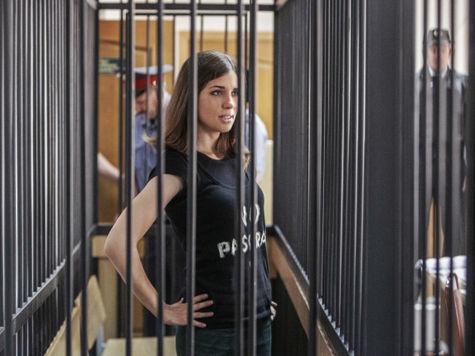 Общественный совет ФСИН считает, что Толоконникова лжет. Осужденная возобновит голодовку