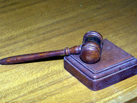 Мать школьного хулигана требовала в суде деньги на будущих внуков