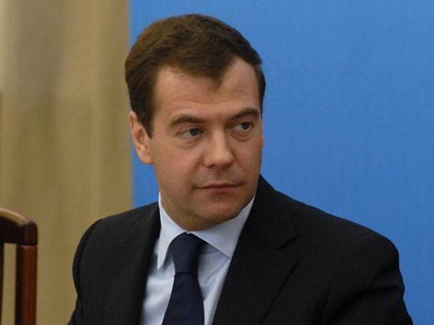 Медведева обилетили