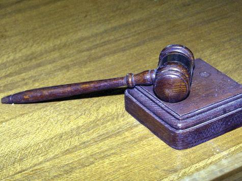 Учителя отправили под суд за вранье ученика?