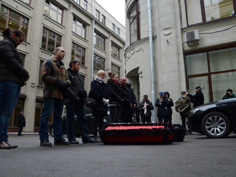 К Минздраву принесли детские гробы