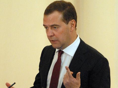 Медведев оценил вешалку Совфеда