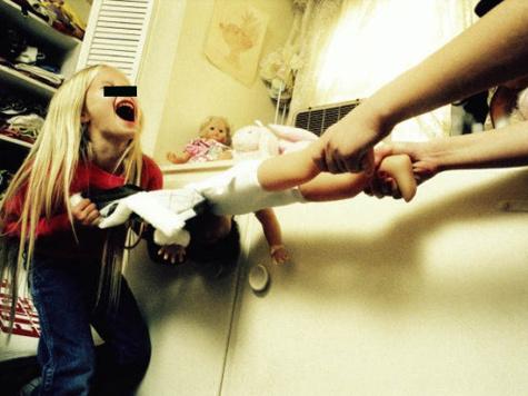 Москвичка делила с педофилом и постель, и дочерей