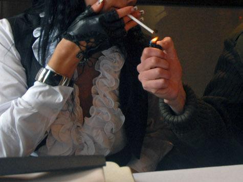 Курение способно заменить женщинам полноценный аборт