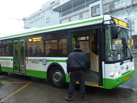В Подмосковье рейсовый автобус столкнулся с автомобилем