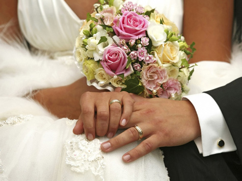 Фотограф заставил молодоженов забыть свадьбу