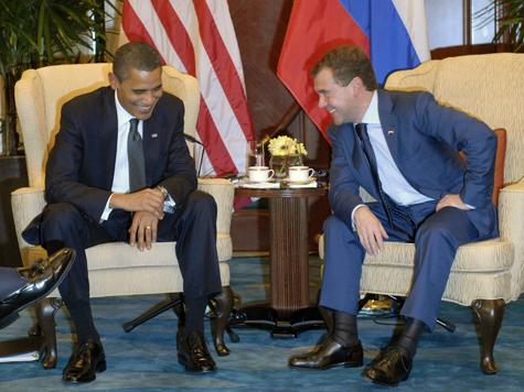 Медведев побродит с Обамой по лужайкам