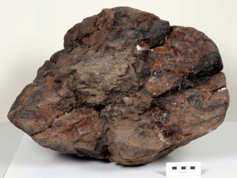 600-грамовый метеорит пробил крышу дома норвежской семьи в их отсутствие