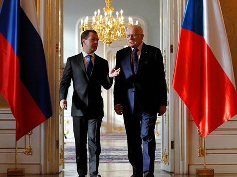 Медведев повидался с Клаусом