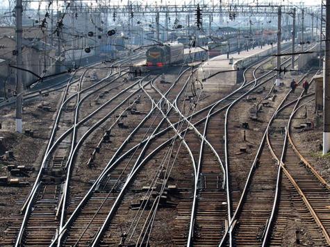 Под весом упитанного пассажира сломалась и полка в поезде, и упрямство железнодорожников