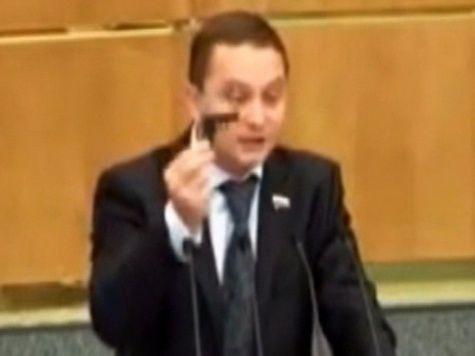 Подозреваемых в избиении депутата ЛДПР доставили в Москву