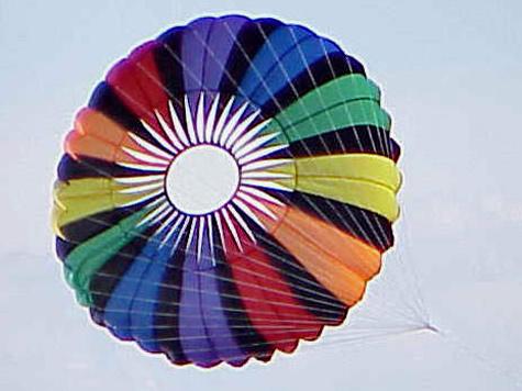 Комбинезон заменил ребенку парашют