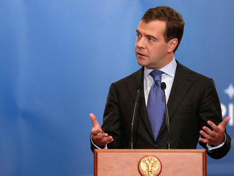 Медведев не позволит свергать режимы