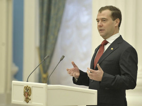 Медведев приказал заморозить тарифы ЖКХ