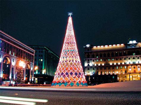 Новогодние елки в Москве потрепало ненастье